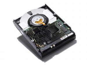 Verbrannte Elektronikplatine einer Festplatte